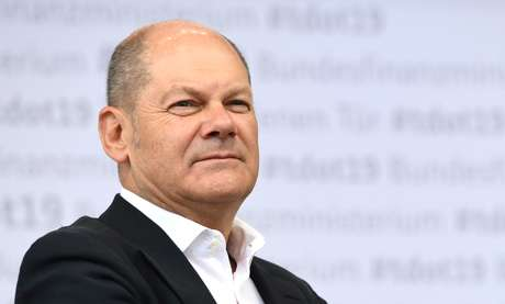 "FILE PHOTO: German Vice Chancellor and Finance Minister Olaf Scholz looks on during the ""Open Door Day"" of the Federal Ministry of Finance in Berlin, Germany, August 17, 2019. REUTERS/Annegret Hilse/File Photo - RC1107A35860"