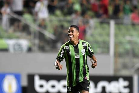 Matheusinho completou 100 jogos pelo Coelho no último sábado (Foto: Mourão Panda/América-MG)