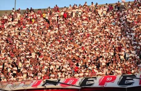 Torcedores do São Paulo encontram preços mais baixo para jogo contra o CSA (Foto: Bruno Ulivieri/Ofotografico)
