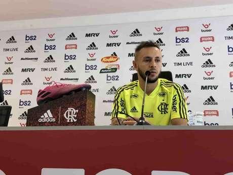 O lateral-direito Rafinha durante entrevista no CT do Ninho do Urubu (Foto: Divulgação/Flamengo)