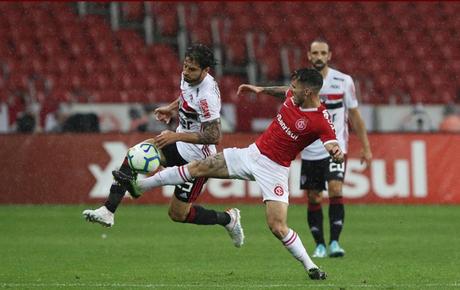Hudson pediu a Cuca para não atuar mais na lateral-direita (Foto: Rubens Chiri/São Paulo)