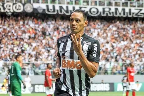 Ricardo Oliveira tem contrato com o Galo até o fim de 2020 (Foto: Denis Dias/Gazeta Press)