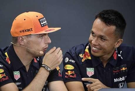 Albon diz que já aprendeu muito com Verstappen, apesar do pouco tempo juntos