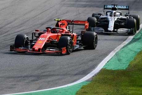"Leclerc ""deixou um carro de largura"" para Hamilton em Monza"