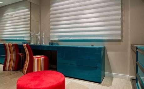 19. Uma escrivaninha para quarto colorida pode fazer toda a diferença no ambiente. Projeto de Archdesign Studio