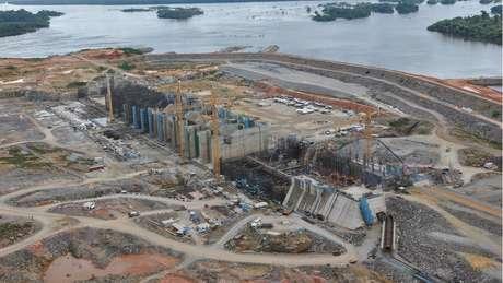 Canteiro de obras de Belo Monte em 2015; no ano seguinte, rio Xingu começou a ser desviado para alimentar a usina, diminuindo a vazão das águas na região da Volta Grande