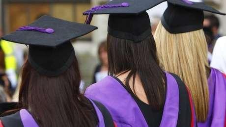 De acordo com a medida, não há restrições quanto ao tipo de trabalho que os estudantes devem procurar após concluir seus estudos