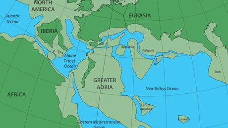 O continente de Grande Adria (acima retratado no mapa em inglês cedido pelo estudo como 'Geater Adria') colidiu com o sul da Europa entre 100 e 120 milhões de anos atrás.