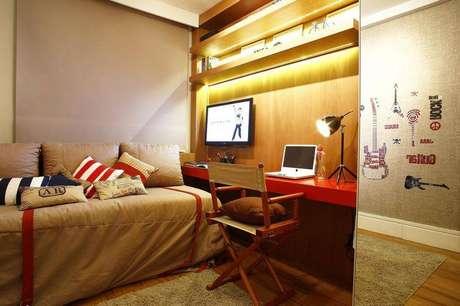 8. A escrivaninha para quarto pode servir como mesa para computador planejada e home office, o que é perfeito para quem tem pouco espaço. Projeto de Grupo Factory