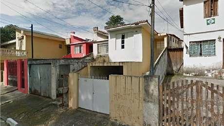 De acordo com o Corpo de Bombeiros, o fogo atingiu apenas a residência de número 48 daRua Bernardo de Claraval