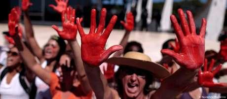 Manifestantes contrárias à violência contra a mulher em Brasília, em maio de 2016