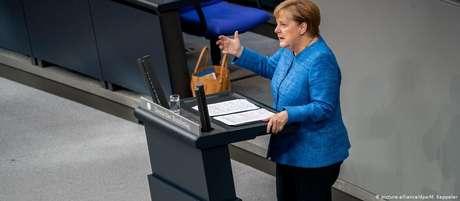 Em discurso no Bundestag, Merkel defendeu as políticas de seu governo