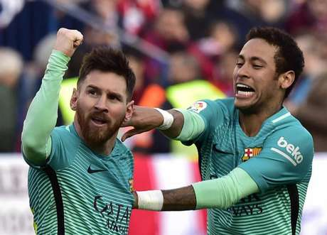 Messi e Neymar em campo pelo Barcelona (Foto: GERARD JULIEN / AFP)