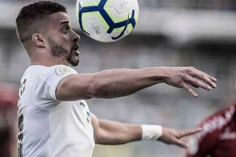 Lucas Venuto estreou pelo Santos contra o Athletico-PR, no último domingo (Foto: Ivan Storti/Santos)
