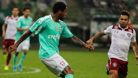 Luiz Adriano jogou de frente ao gol, como nem sempre ocorria com Felipão (Marcello Fim/Ofotografico/Lancepress!)