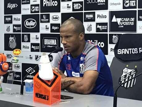 Carlos Sánchez, em entrevista coletiva, nesta quarta-feira, no CT Rei Pelé (Foto: Arthur Faria)