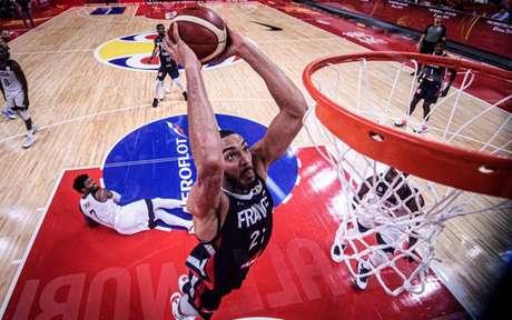 Rudy Gobert fez 21 pontos e 16 rebotes contra os Estados Unidos (Foto: Divulgação/FIBA)