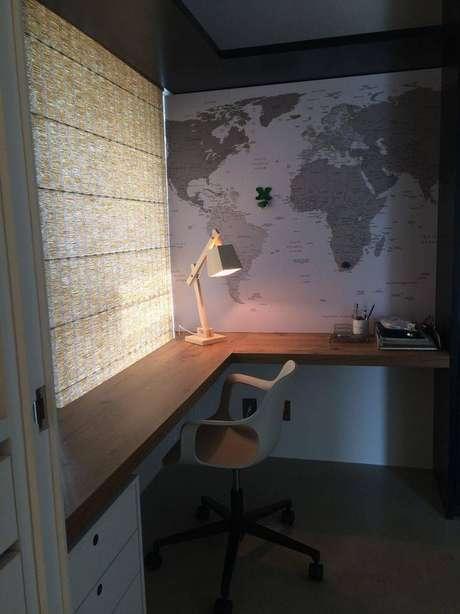 1. Escrivaninha para quarto em L é perfeita para os cantos do quarto. Projeto de Cristina Bozian