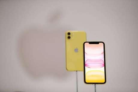 Apple lança iPhone 11 com câmera dupla e preço mais acessível