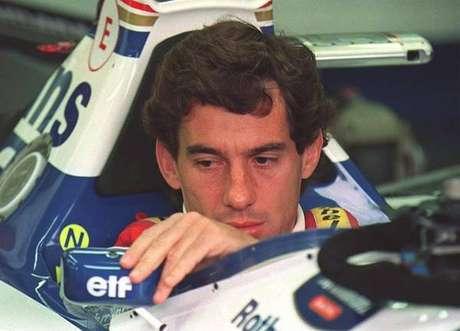 Ayrton Senna em sua Williams pouco antes do GP de San Marino de 1994, o último de sua vida