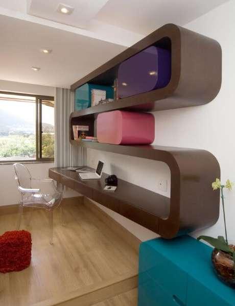 20. A marcenaria pode ser usado para fazer móveis multifuncionais como essa escrivaninha para quarto. Projeto de Juliana de Sá