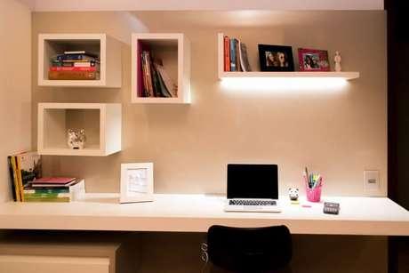 37. Nesse ambiente, a escrivaninha para quarto é suspensa. Projeto de Ana Lucia Guadalupe