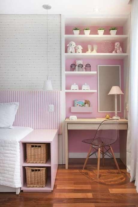 34. Escrivaninha para quarto simples e sofisticada. Projeto de Meyer Cortez