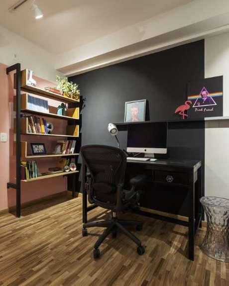 22. Escrivaninha para quarto preto bem discreto. Projeto de Decoradoria Decoração Online