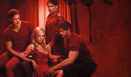 10 - True Blood: Também no universo dos vampiros, Sookie é uma garçonete de uma lanchonete que pode ouvir os pensamentos das pessoas. Só que tudo muda quando um vampiro de 173 anos chega à sua cidade e muda completamente a sua vida pacata