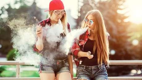 Um temor é que jovens que normalmente não se interessariam pelo cigarro tradicional sejam atraídos pelo eletrônico