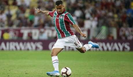 Allan está se recuperando de dores no pé direito (Foto: Lucas Merçon/Fluminense)