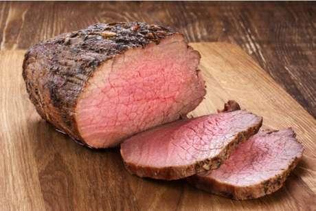Deixar a carne descansar traz muito mais sabor e suculência!