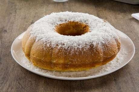 O bolo de cocada é fácil e fica uma delícia