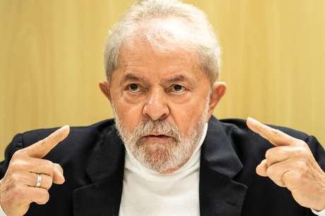 Lula cumpre pena em Curitiba.