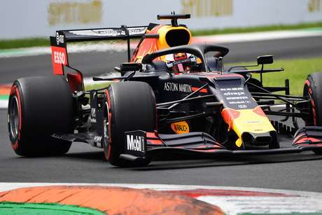 Verstappen quer pontuar novamente em Cingapura