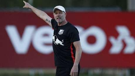 Bragantino, do técnico Antonio Carlos Zago, está na liderança da Série B