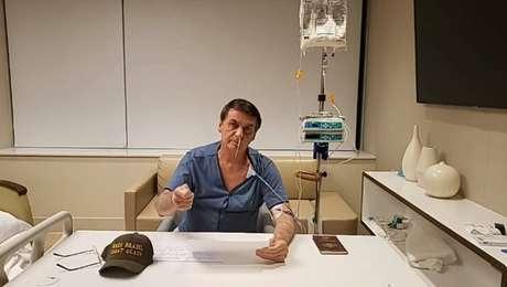 O presidente Bolsonaro durante live de 3 minutos, de hospital onde está internado em São Paulo