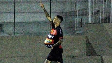 Thiaguinho marcou dois gols na vitória do Oeste sobre o Operário