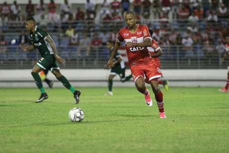 Willians Santana quer sequência do bom momento do CRB na temporada (Foto: Douglas Araújo/Divulgação/CRB)