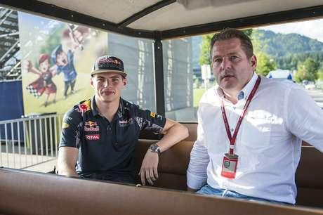 """""""Pistas da Bélgica e da Itália são feitas para a Ferrari, mas Cingapura é diferente"""", diz Jos Verstappen"""