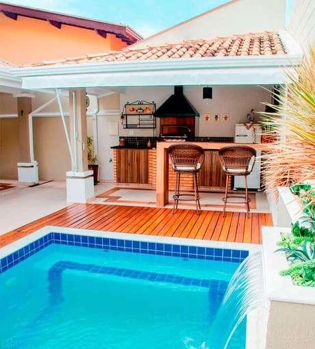 9. Área de churrasco com piscina
