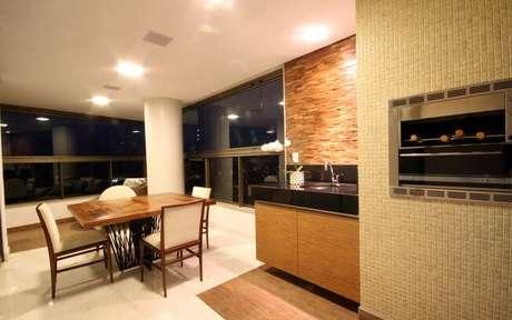 50. Espaço Gourmet em apartamento com churrasqueira a gás.