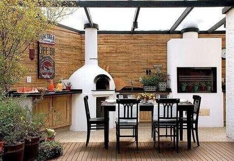 40 – Área de churrasco e forno de pizza.