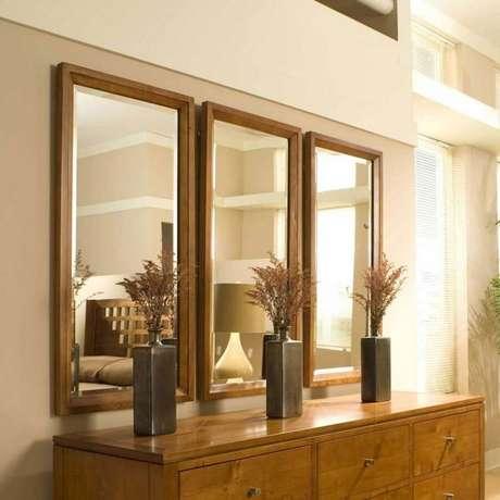 28.Os modelos de espelhos mais básicos também podem ajudar a incrementar a decoração do ambiente.