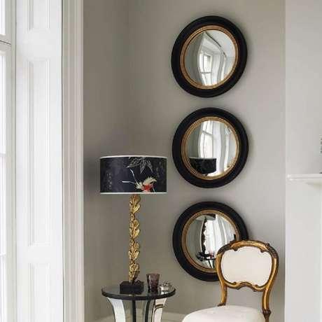 9.Os espelhos decorativos com detalhes em dourado, casou muito bem com com os outros objetos.