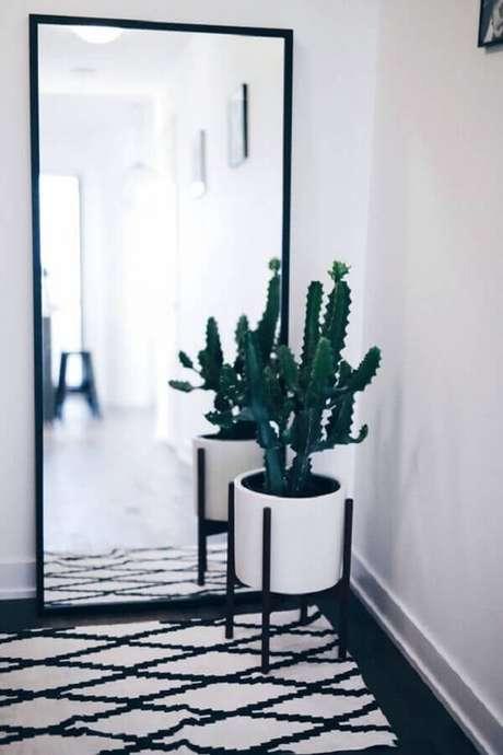 56. Espelho decorativo grande para decoração minimalista – Foto: Prosa de Designer