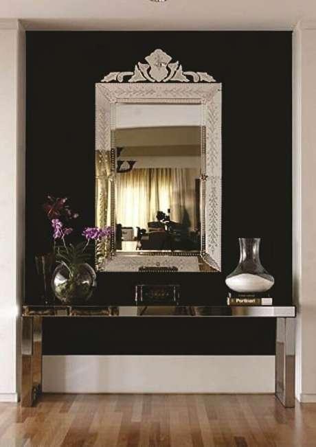 57. Espelho decorativo para decoração moderna com aparador espelhado – Foto: Quadro a Quadro Molduras