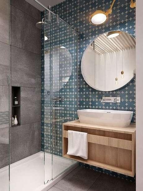 19. Espelhos decorativos minimalistas ficam excelentes em banheiros modernos