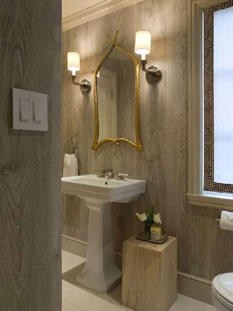 10. Modelos de espelhos diferentes dão um toque de alegria na decoração do banheiro.