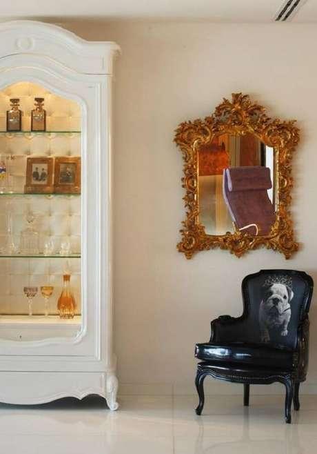 40. Invista em espelhos decorativos para decorar a sua sala